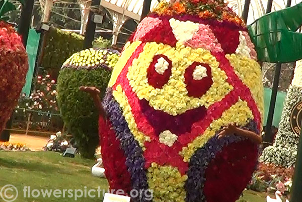 Egg shaped flower decoration